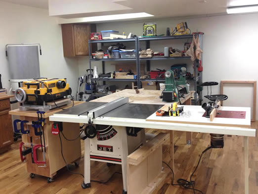 L'incroyable atelier à domicile de Kyle  pour moins de 900 $ au total avec des outils remis à neuf à l'aide de mon guide